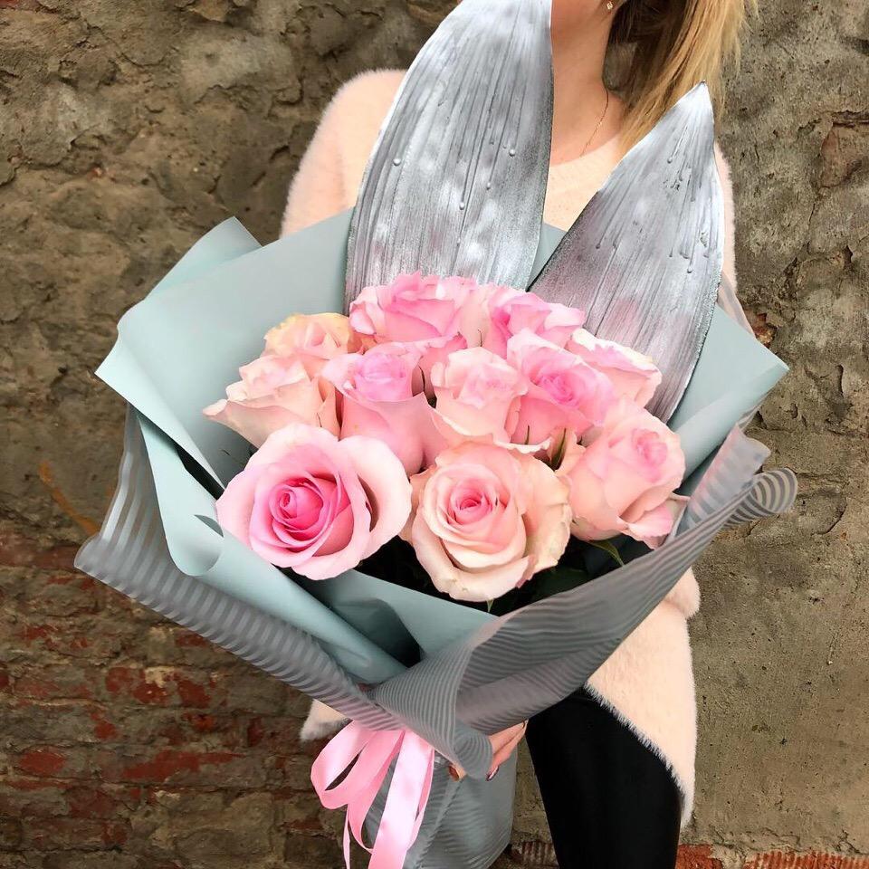 11 роз в оформлении