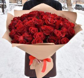 Букет из 51 розы в оформлении