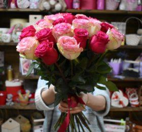 Букет из 29 роз на ленте
