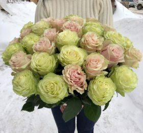 Микс из 31 розы на ленте
