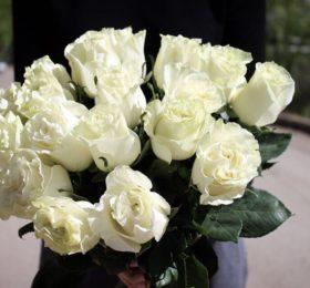 Букет из 15 роз на ленте