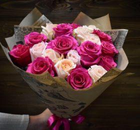 Микс из 21 розы в оформлении