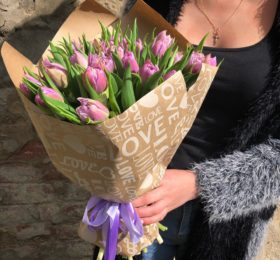 35 тюльпанов в крафте