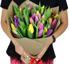 25 тюльпанов микс в крафте