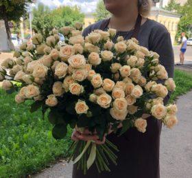 41 кустовая роза на ленте