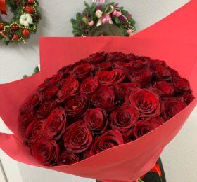 Букет 51 роза в оформлении 60 см