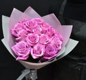 Букет 15 Роз в оформлении