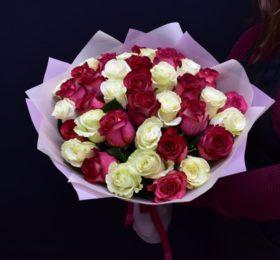 Букет микс 39 Роз в оформлении