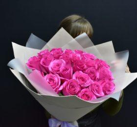 Букет 25 Роз в оформлении