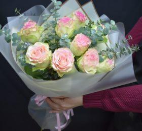 Букет из 9 Роз с эвкалиптом