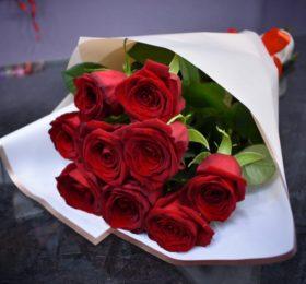 Букет 9 Роз в оформлении