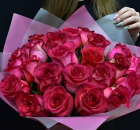 Букет 23 Розы в оформлении