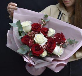 Букет 11 Роз в оформлении